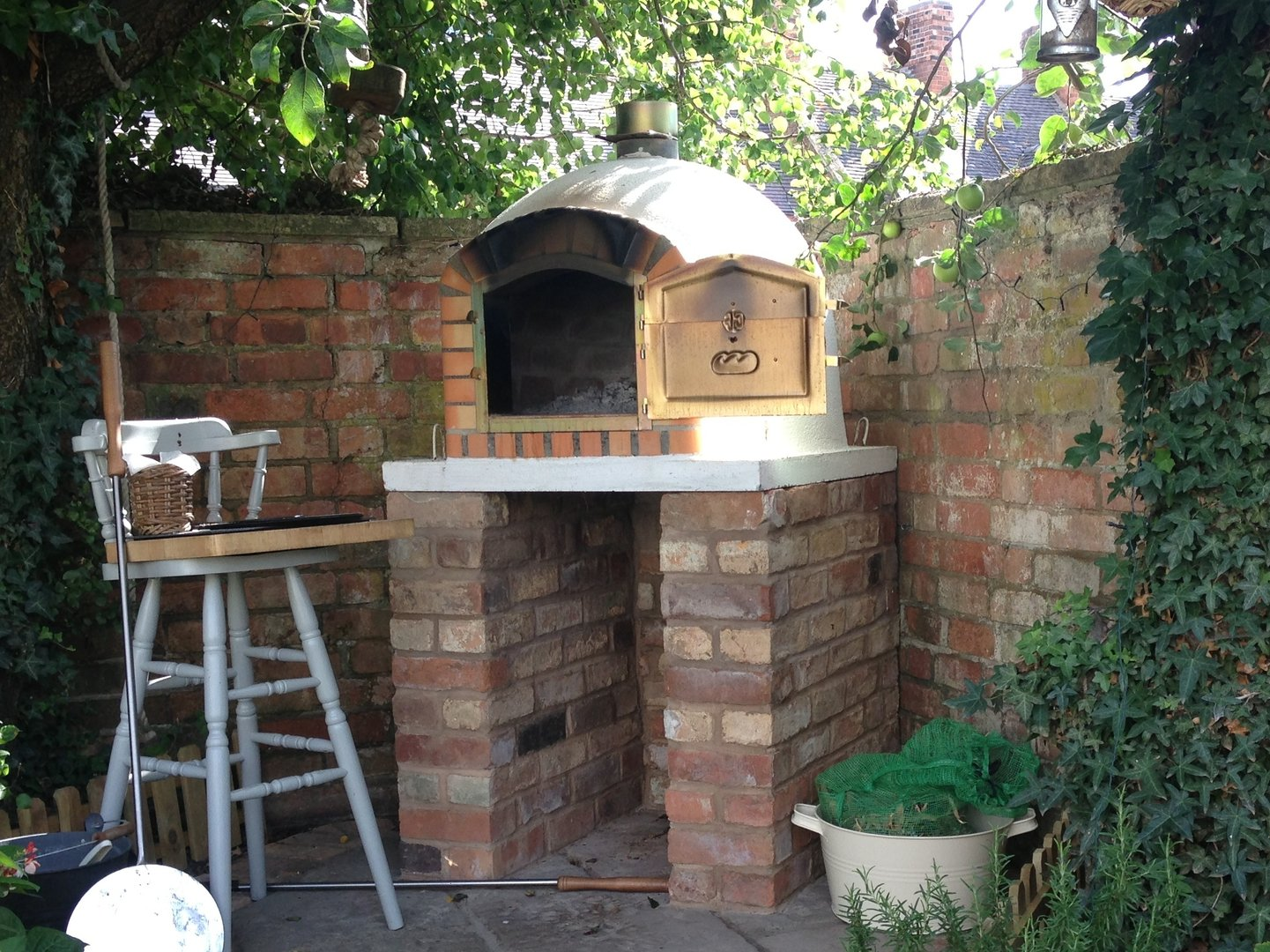 Mediterranean wood fired pizza oven -  Traditional Wood Fired Pizza Oven